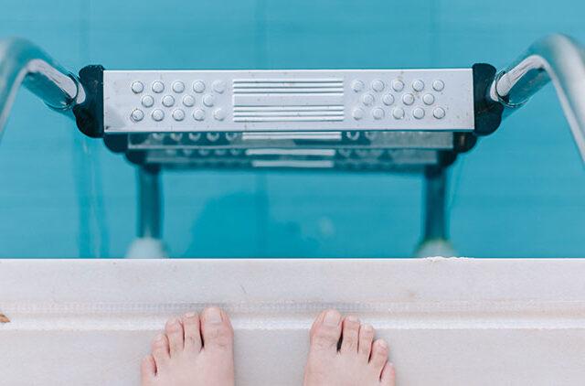 πισίνα, βουτιές, χλώριο, κολλύριο, φαγούρα